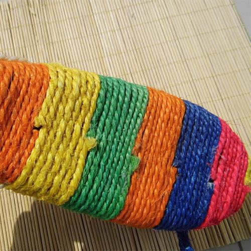 Tampons chat à gratter en Ligne-2016 Nouveau Naturel Sisal multicolore Stripe Tridimensionnel Type de souris Grattoir Pad Cat Jouets Bell Animaux produits
