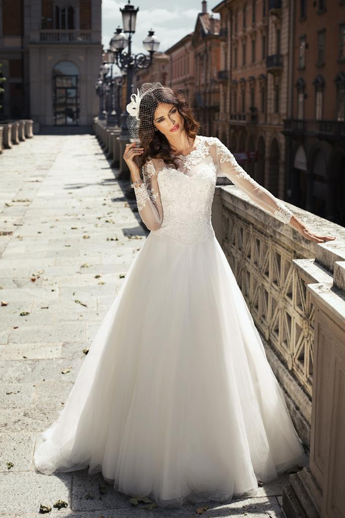 Discount romantic lace 2015 wedding dresses a line for Italian design wedding dresses