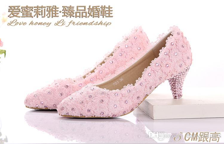 Оптом - Симпатичные Свадебные Розовый Кружева обувь 2015 низком каблуке 5 см острым носом с кружевом Аппликации Кристалл Rhinestone Свадебная обувь женщин