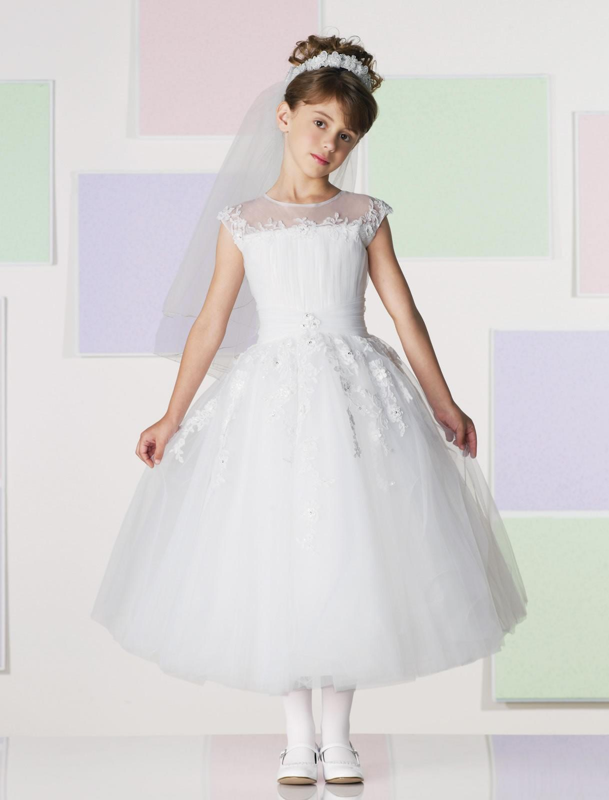 Looking for wedding dresses in Milwaukee? Check in with these top Milwaukee bridal shops to find the latest styles of wedding dresses, bridesmaid dresses, menswear and more. Shopping for wedding dresses and bridesmaid dresses should be a fun experience that you can share with family and friends.