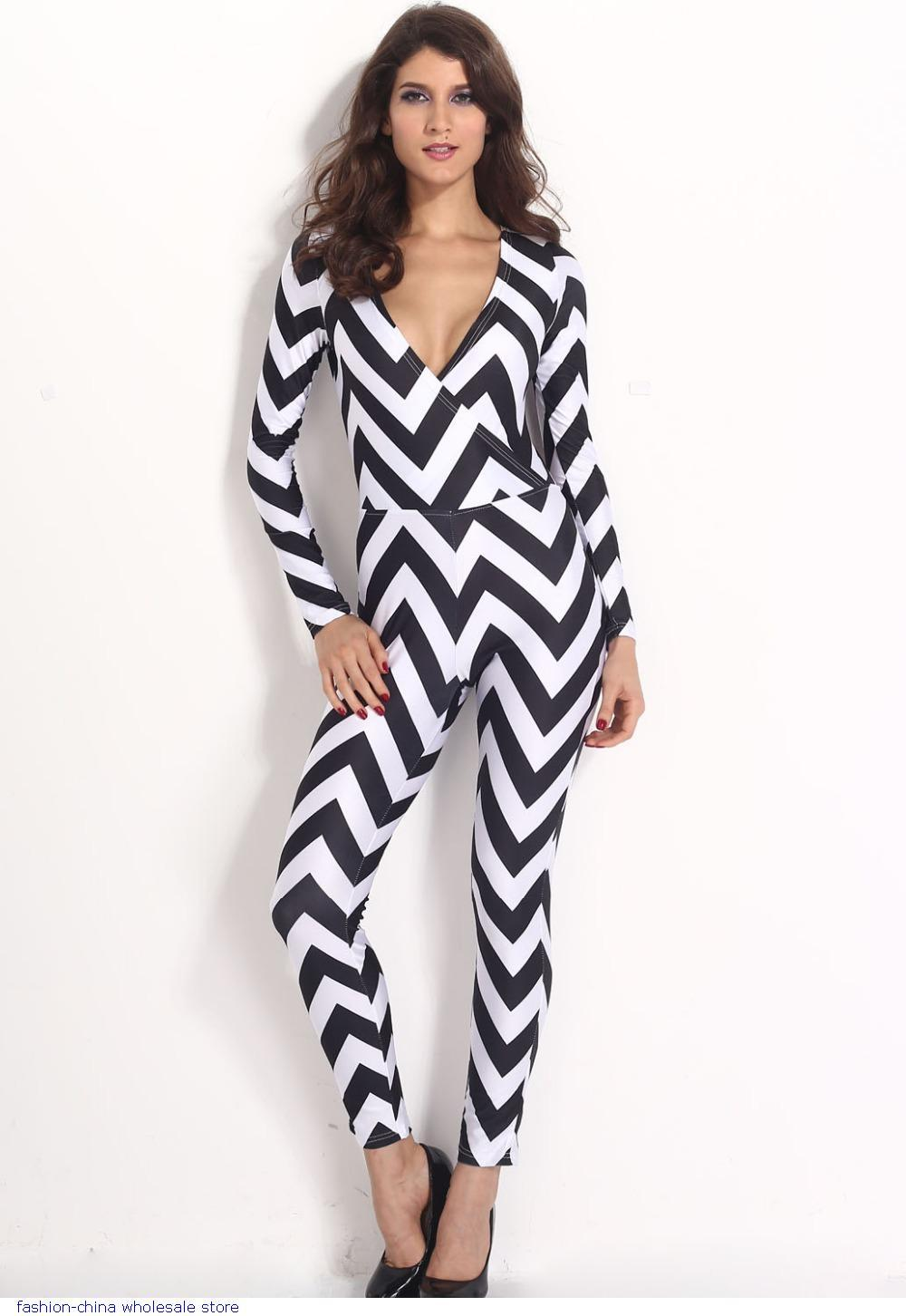 classic Retro fashion | Pretty woman in black and white dress | Capture that smile beauty