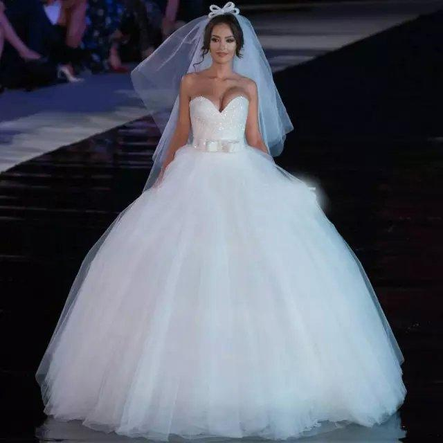 Sweetheart White Ball Gown Wedding Dresses 2015 Princess Crystal Beaded Brial Gown Big Puffy