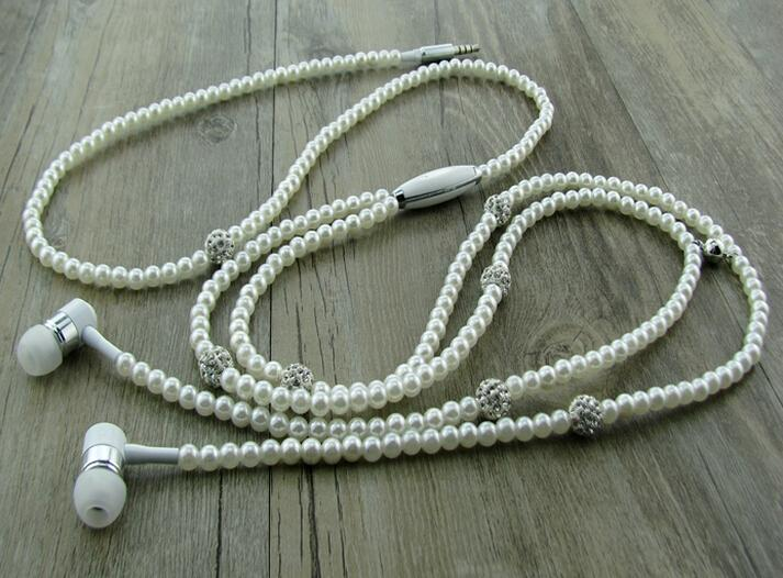 Earphone necklace - earphone gym