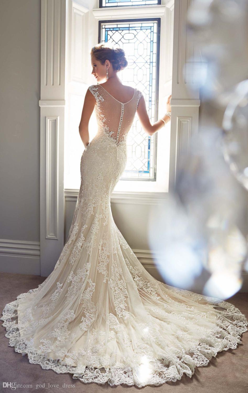Фото свадебных платьев с кружевом и шлейфом 153