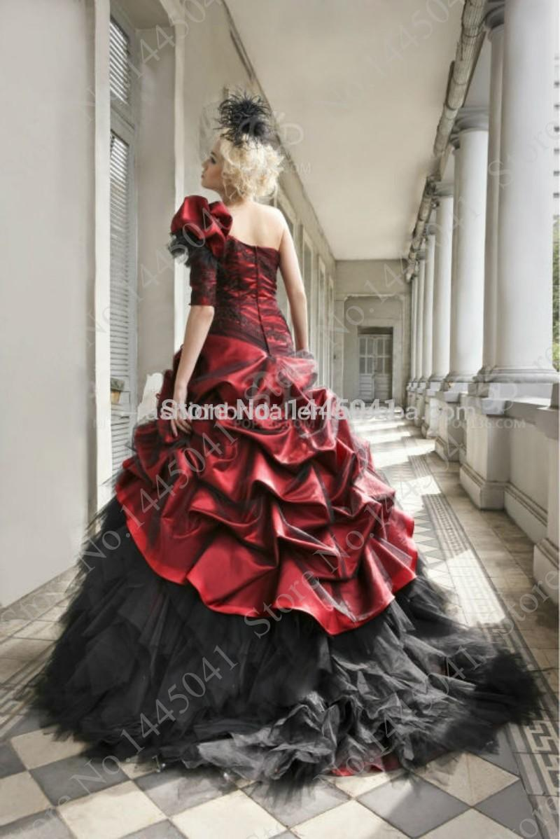 Robe Rouge Et Noir Gothique Pictures to pin on Pinterest