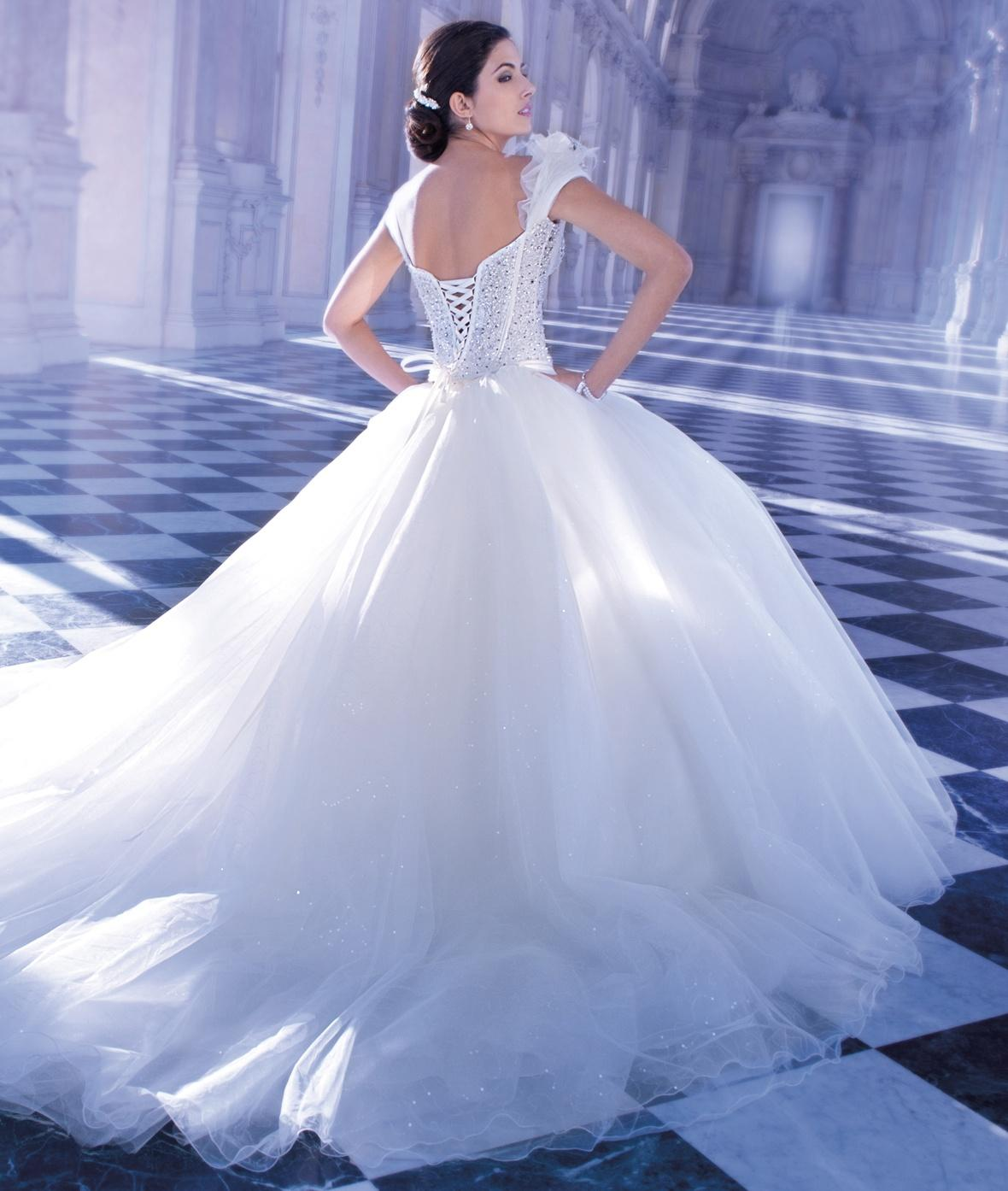2016 young brides wedding dresses demetrios sweetheart for Wedding dresses for young brides