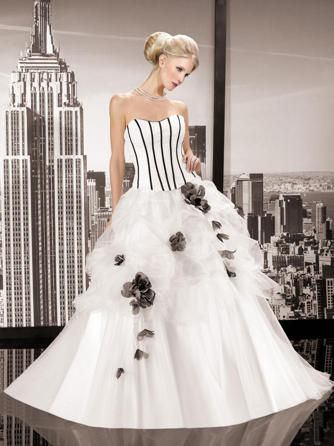 Mix Color Style White And Black Ball Gown Wedding Dress