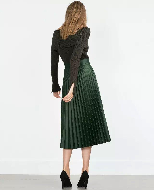 Leather skirt, a skirt made of leather; Lehenga (also Ghagra; Garara), a long, pleated skirt, often embroidered, worn mostly as the bottom part of the Gagra choli in North India and Pakistan. Maxi skirt, an ankle-length daytime skirt, popular with women in late s as reaction against miniskirts.