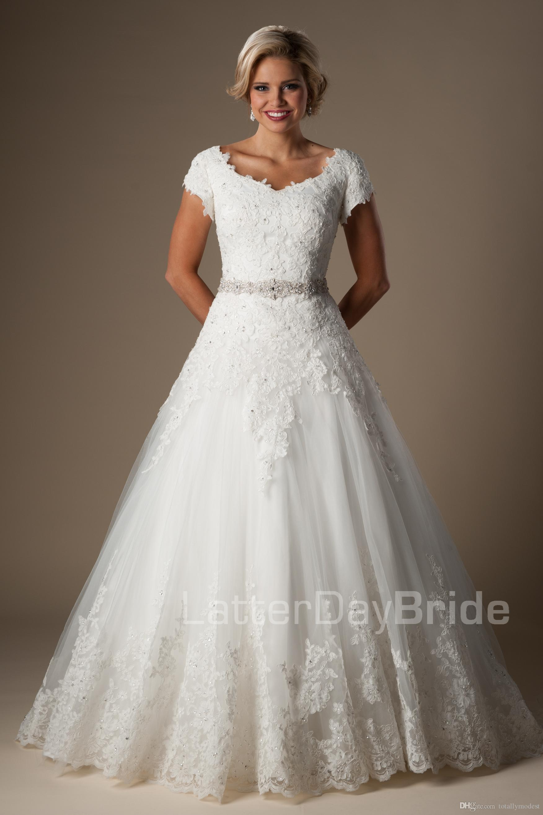 2016 Ivory Lace Ball Gown Modest Wedding Dresses With