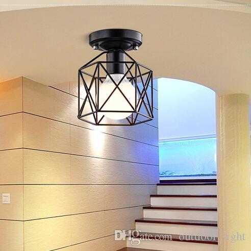 Modernas lámparas de techo con la lámpara del bulbo de la vendimia ...
