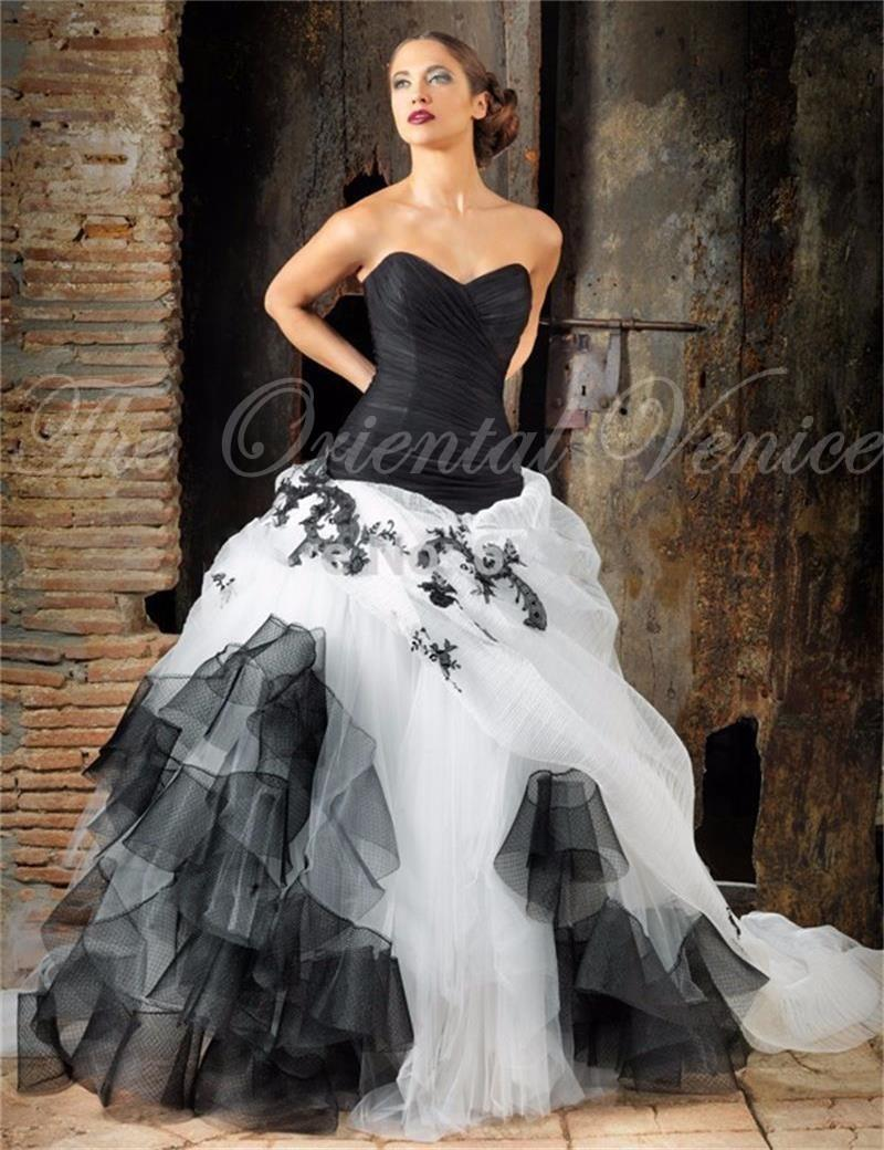2016 Black And White Gothic Wedding Dress Sweetheart Lace Appliques Tulle Ves