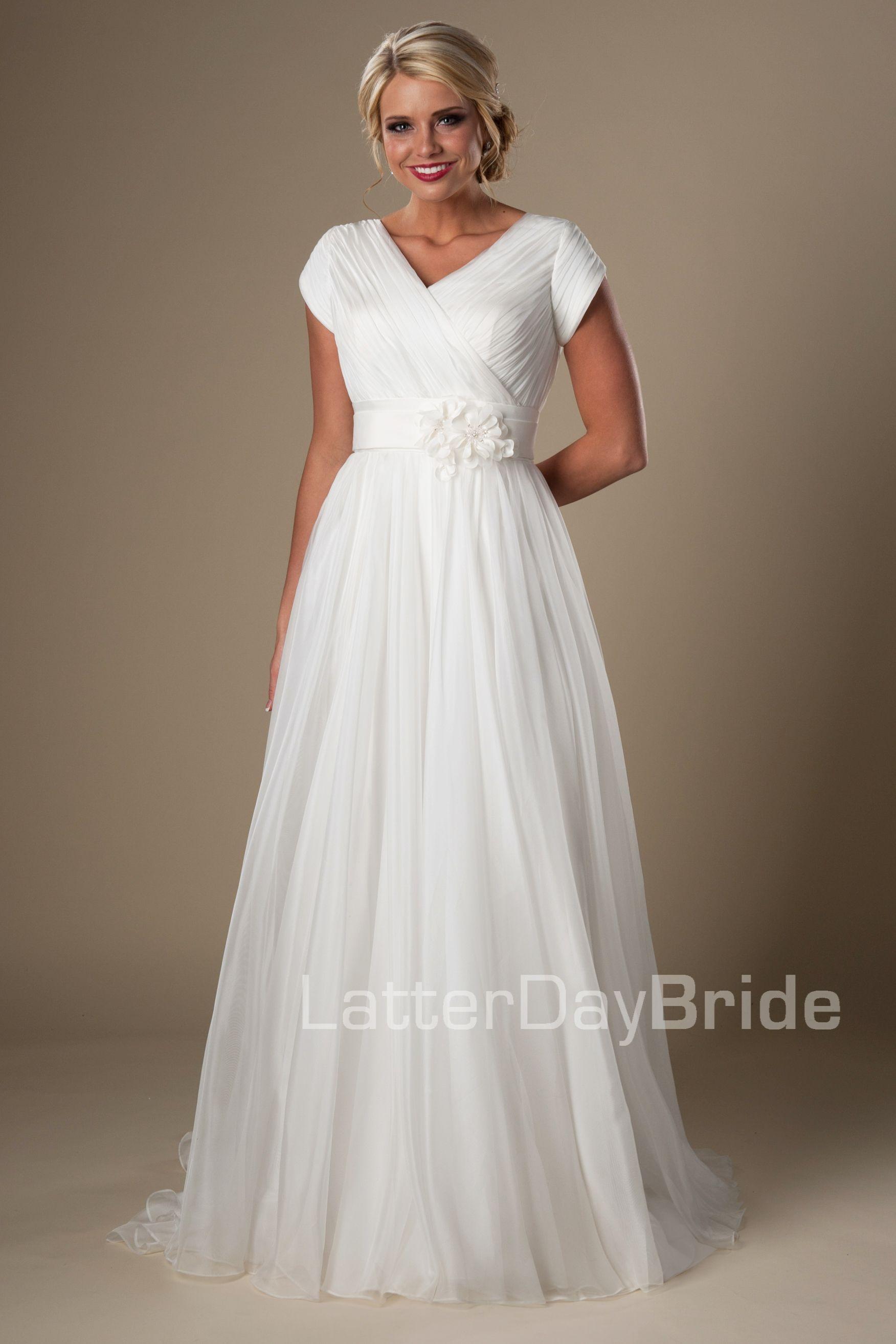 2016 Ivory Ruched Chiffon Beach Modest Wedding Dresses