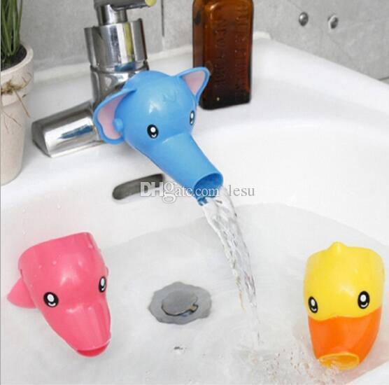 venta al por mayor moda caliente encantador cartoon faucet extender para nios kid kid lavado de manos en los accesorios del fregadero del cuarto de bao with