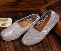 Livraison gratuite Les chaussures plates de mode de marque de vente chaude des espadrilles pour des enfants de filles de garçons respirent des chaussures occasionnelles de scintillement des enfants de chaussures de toile