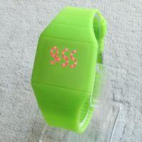 2,015 silicium Hot tactile ultra-mince LED Watch sport bonbons à la gelée électronique numérique unisexe Hommes montres femmes de cadeaux