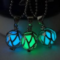 2,015 Nouvelle lueur dans le collier pendentif jour de Noël Collier foncé Halloween BOULE LUMINEUSE lueur magique Colliers