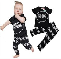 O bebê novo 2017 do verão veste o t-shirt recém-nascido + calças 2pcs do algodão do bebê que a roupa ajustada forma a qualidade infantil do hight manda o transporte livre