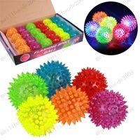 Мягкие резиновые вспышки шарика СИД игрушки Ежик шарика мячиком флэш Колючая Бал светодиодная вспышка Pet игрушки Рождество День рождения подарок фестиваль MYY9839A