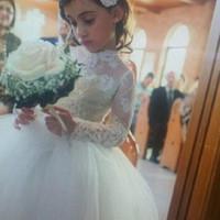 Принцесса Маленькая Цветочница Свадебные платья с длинными рукавами Sheer Высокая шея Опухший бальное платье Белый Первое причастие платья 2015