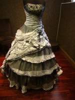 Захватывающие черно-белые готические свадебные платья от Gothic 2015 Новые настоящие картинки Без бретелек с каскадом Ruffle Кружевные кристаллы Свадебные платья