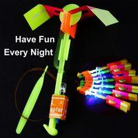 LED вертолета стрелки СИД Удивительные Стрелка летящего вертолета зонтик парашют Детские игрушки Space НЛО Светодиодные Рождество Хэллоуин внезапные игрушки