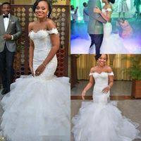 Африка с плеча Mermaid Свадебные платья Элегантный аппликация Ruffles Часовня Поезд Тюль Узелок сшитое Свадебные платья в стиле кантри