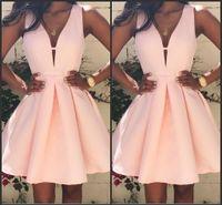 2016 Pink Короткие коктейльные платья V шеи Backless Stain Stain Mini оборками платья партии выпускного на заказ специальных Платья случаю