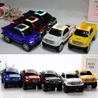 Truck Car Design sem fio Bluetooth Speaker Mini com LED Flash Light TF USB SD Card FM estéreo Amlifier Car Forma Speakers MP3 Music Player