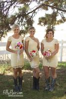 Country Style Светло-желтый плюс размер платья Bridesmaids +2017 Scoop шеи Полное Оболочка короткий горничной чести платьев невесты платье