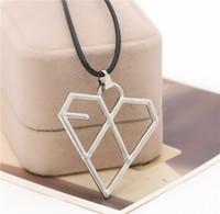 2016 De vente à l'étranger star coréenne avec l'argent EXO combinaison de forme de coeur chaud vendant collier pendentif ZJ-0903352