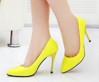 Saltos altos das mulheres por atacado e do varejo, saltos elevados do couro de patente, ocasional e confortável. Mulher moda trabalho saltos altos, sapatos de salto alto