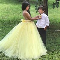 Новое прибытие Потрясающие желтый шар платье девушки цветка для венчания девушки Pageant платья / мантий Kids Party платье Дешевые