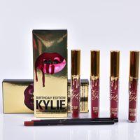 Kylie Édition Anniversaire Léo 1 Rouge à lèvres liquide mat (0,11 oz oz./oz. Liq / 3,25 ml) et 1 Lèvres crayon (net wt./ poids net 0,03 oz) MR007