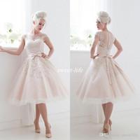 Шампанское кружева аппликация свадебное платье Кап рукава до колен 50s Стили Line Свадебные платья 2016 Spring Иллюзия Sheer Назад Свадебные платья