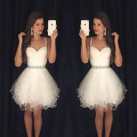 Белые платья 2016 Короткие выпускные платья Модест Выпускной Homecoming платья дешевые бретельках бисером кристаллы оборками партии