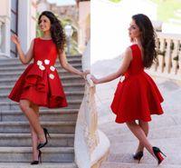 2016 без рукавов атласная Короткие Красный Homecoming платье Scoop шеи Длина колена Короткие выпускные платья Семнадцать Vestidos Cortos De Gala на заказ