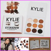 В НАЛИЧИИ Kyshadow Kit Дженнер пудра Eye Shadow Palette Kylie Косметика Бронзовая палитра Водонепроницаемая Eyeshadow 9 цветов / комплект