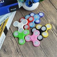 LED Light Up Spinners à la main Fidget Spinner Triangle de qualité supérieure Finger Spinning Top Coloré Décompression Fingers Tip Tops Jouets OTH384
