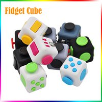 Fidget Cube Fidget Spinner Cube de doigts 6 côtés Le premier jouet américain d'angoisse de décompression Jouet en peluche Beyblade Fidget Toy