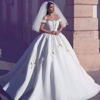 Элегантный бальное платье свадебное платье 2017 года Саудовская Аравия с коротким рукавом цветок аппликация атласная бисером Свадебные платья Свадебные платья сшитое Дубай