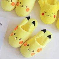 23.5cm Poke Pikachu Chinelos de pelúcia cartoon pelúcia chinelo Pikachu chinelo chinelo Inverno interior sapatos sandálias LJJP338