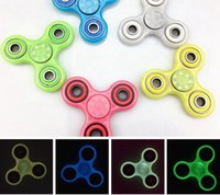 Luminous Hand Spinner Toy 5 couleurs Fidget Spinner Toy Glow In The Dark Finger Hand Tri Spinner Décompression Toy OOA1493