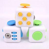 Fidget Cube Los primeros juguetes de ansiedad de descompresión americana del mundo con Lanyard y caja de venta al por menor en stock 11 colores vs spinner