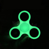 Vente en usine Direct Luminous Hand Spinner Grey Glow In The Dark EDC Tri Spinner Fidget Jouets de décompression à jouets avec paquet de détail 60pcs