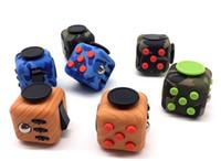 Las nuevas llegadas Camo colorean colores del juguete 14 del desarrollo de la sabiduría de la bola de la tensión de la descompresión de los juguetes del alivio de la tensión de los cubos de Fidget
