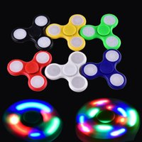 2017 LED Light Hand Spinners Fidget Spinner Triangle haut de gamme Finger Spinning Top Coloré Décompression Fingers Astuce Jouets OTH384