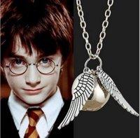 Collar pendiente de oro del bufón de los collares de Harry Potter Collar pendiente del bufón del encanto del ala del ángel para el collar del quidditch de las mujeres de los hombres