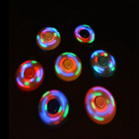 HOT LED Light Hand Finger Spinner Fidget Plastique EDC Spinner à la main pour l'autisme et le soulagement du TDAH Focus Anxiety Stress Gift Toys