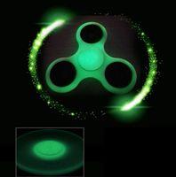 Luminous Hand Spinner Grey In The Dark Hand Spinner Tri Fidget EDC Spinners à la main Fidget Spinner Décompresseur Tri-Spinner Fidget Toy KKA1428