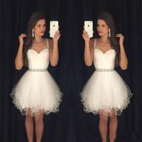 Белые платья 2017 года Короткие платья выпускного вечера Modest Выпускные Homecoming платья дешевые бретельках бисером кристаллы оборками партии